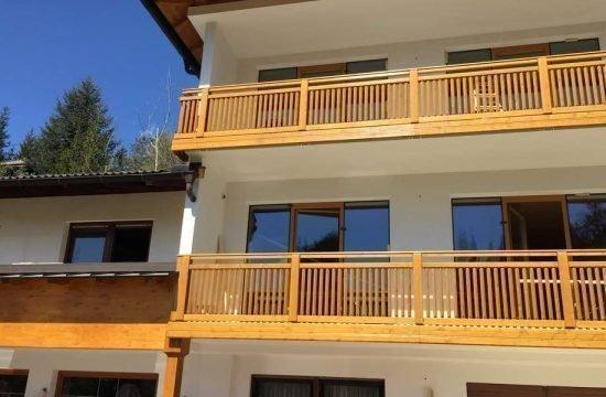 Balkone aus traditionellem Holz